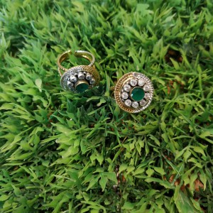 Green Cluster Toe Ring