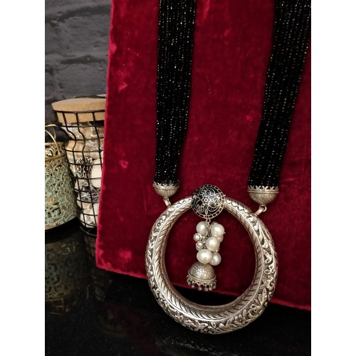 Accentuated Pearl Necklace