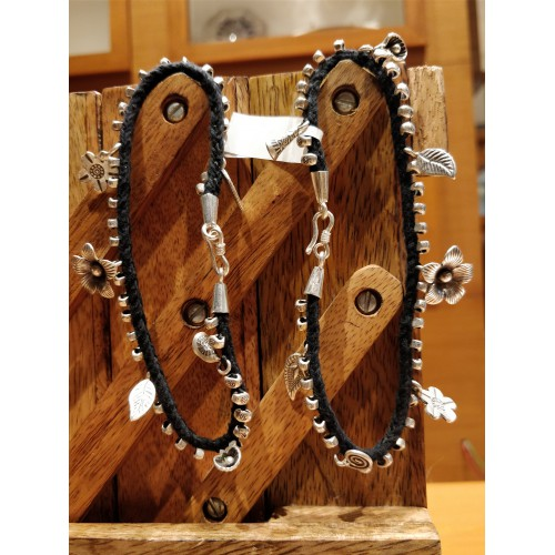 BLACK THREAD CHARMS ANKLET