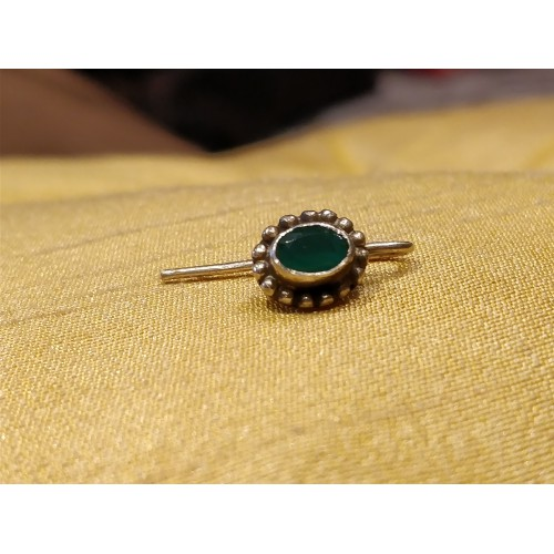 Traditional Emerald Center Nose Pin