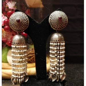 Andra Pearl Drop Oxidized Earring